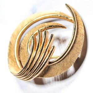 Vintage Trifari Jewelry Gold Tone Brooch Pin